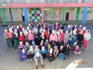 Os alunos com as suas máscaras